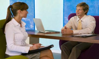 Как правильно сидеть при переговорах с работадателем?