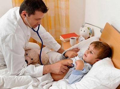 Обследование у врача для получения больничного листа