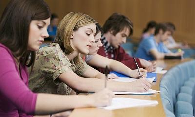 Студенты на сессии