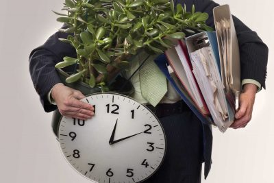 Увольнение по сокращению штата без отработки двух месяцев: досрочное сокращение по инициативе работника
