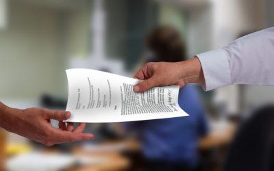 Что делать, если работник написал заявление на увольнение без даты увольнения: законно ли обращение без указания числа{q}